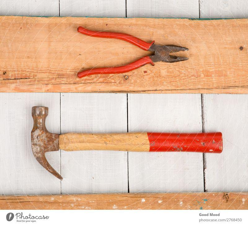 Satz alter Werkzeuge - Hammer und Zange Arbeit & Erwerbstätigkeit Industrie Holz Metall Stahl Rost bauen dreckig retro rot weiß antik Hintergrund Bank
