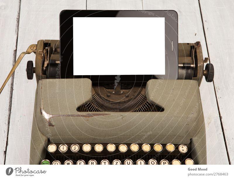 technologischer Fortschritt - alte Schreibmaschine und neuer Tablet PC Schreibtisch Arbeit & Erwerbstätigkeit Arbeitsplatz Büro Business Telefon Computer