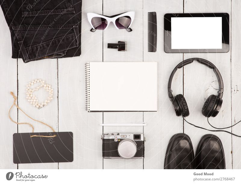 Schuhe, Jeans, Tablet-PC, Kamera, Kopfhörer, Notizblock Lifestyle kaufen Stil Ferien & Urlaub & Reisen Ausflug Tafel Business Sitzung Computer Fotokamera Frau
