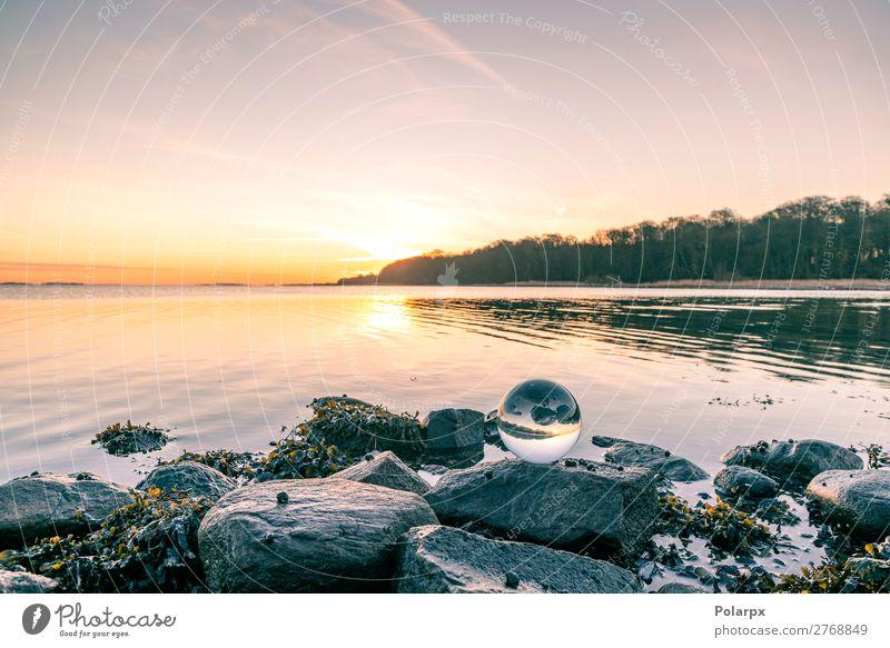 Glaskugel auf o Felsen am See Design schön Wellness Meditation Ferien & Urlaub & Reisen Sonne Strand Meer Natur Landschaft Himmel Wolken Horizont Küste Kugel