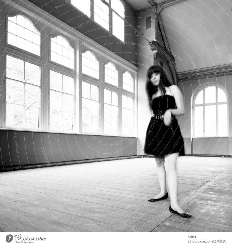 Unfinished Ballroom Story (III) Mensch feminin Junge Frau Jugendliche 1 18-30 Jahre Erwachsene Traumhaus Fenster Saal Kleid schwarzhaarig langhaarig beobachten