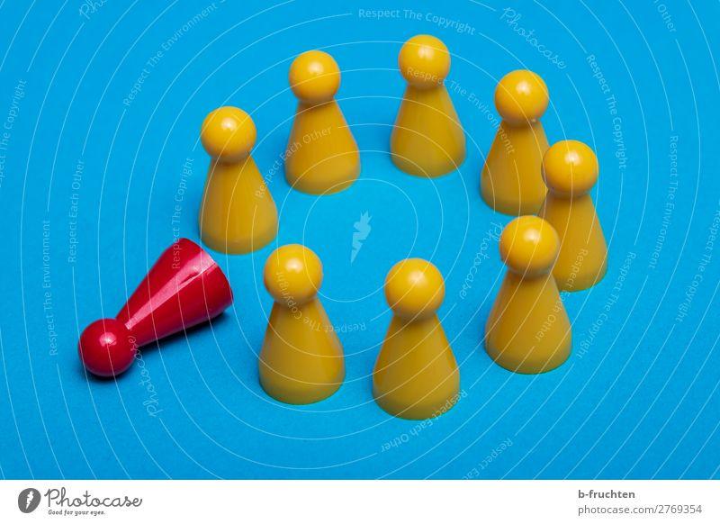 Kreis aus gelben Spielfiguren, eine rote Spielfigur Erwachsenenbildung Karriere Sitzung Team wählen Kommunizieren blau Zusammensein Toleranz 1 außergewöhnlich