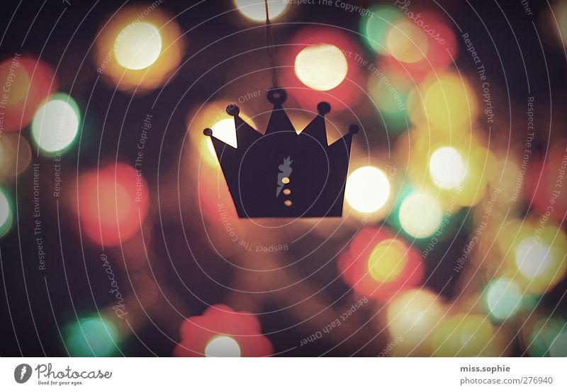 königlich. Basteln glänzend leuchten träumen Wärme rot Kraft Güte Farbe Reichtum Krone König Königlich mehrfarbig Lichterkette Unschärfe Textfreiraum links