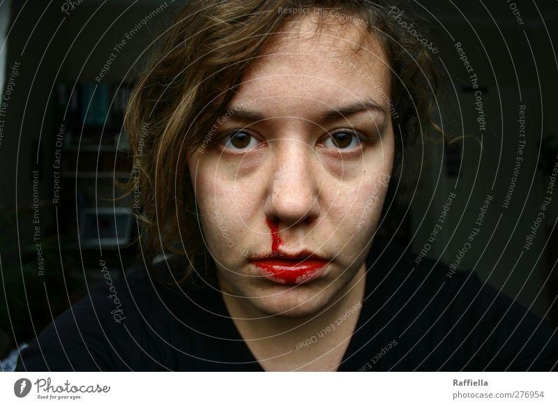 Rot. feminin Junge Frau Jugendliche Kopf Haare & Frisuren Gesicht Auge Nase Mund Lippen 1 Mensch 18-30 Jahre Erwachsene T-Shirt Pullover brünett Zopf atmen