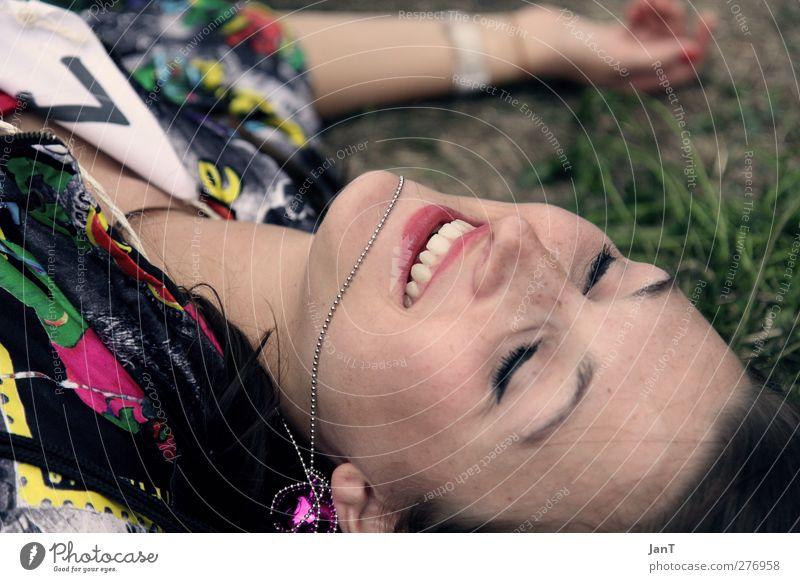 Summertime Mensch Jugendliche Erwachsene Gesicht feminin liegen 18-30 Jahre Fröhlichkeit genießen Gelassenheit