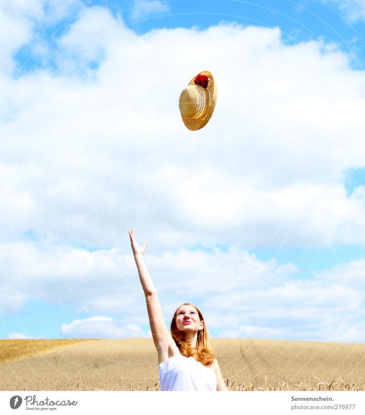 Fly Freude Sommer feminin Junge Frau Jugendliche Kopf Arme 1 Mensch 18-30 Jahre Erwachsene Natur Landschaft Luft Himmel Wolken Sonne Sonnenlicht Nutzpflanze