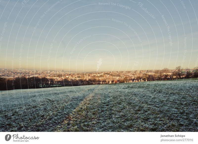 WWWW III Umwelt Natur Landschaft Winter Schönes Wetter Park Wiese ästhetisch Gefühle Zufriedenheit Lebensfreude Spaziergang Schnee Tau Aussicht Stadt Stadtrand