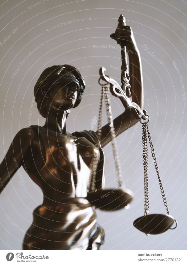 Justitia - Symbol für Recht und Gerechtigkeit Studium Beruf Business Zeichen Symbole & Metaphern Statue Bronze blind Gleichgewicht Legislative Anwalt