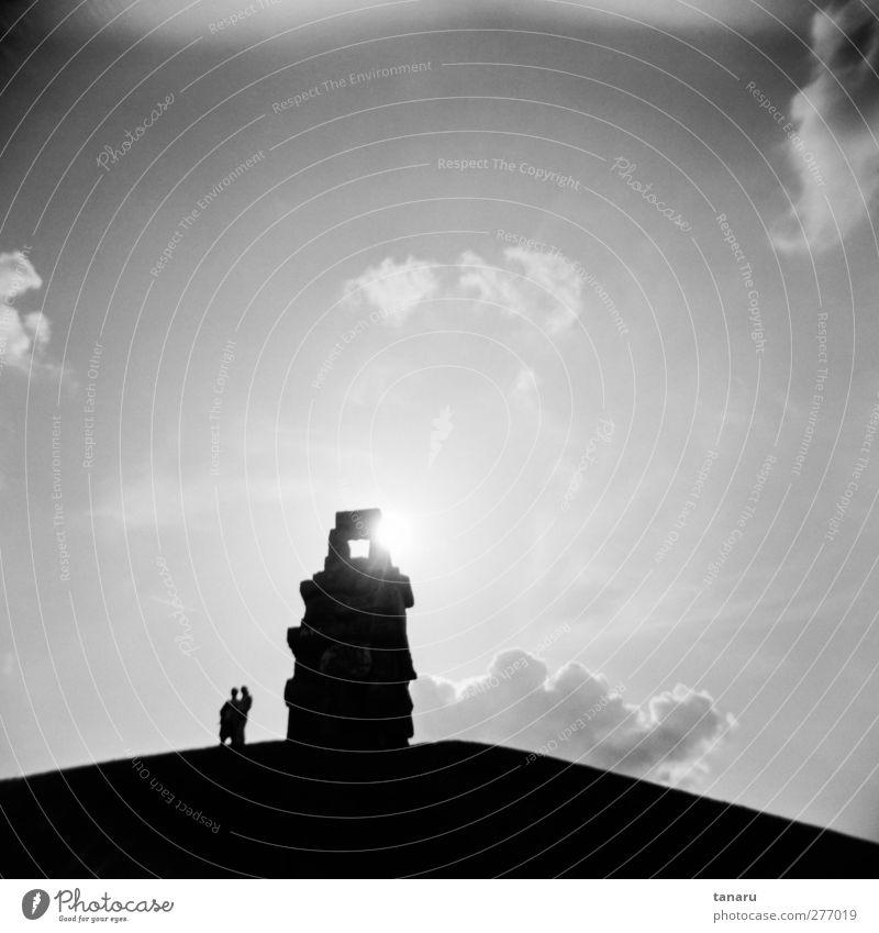 Am Ende der Himmelstreppe Mensch 2 Kunst Kunstwerk Skulptur Architektur Wolken Sehenswürdigkeit beobachten stehen Unendlichkeit schwarz Stimmung Zufriedenheit