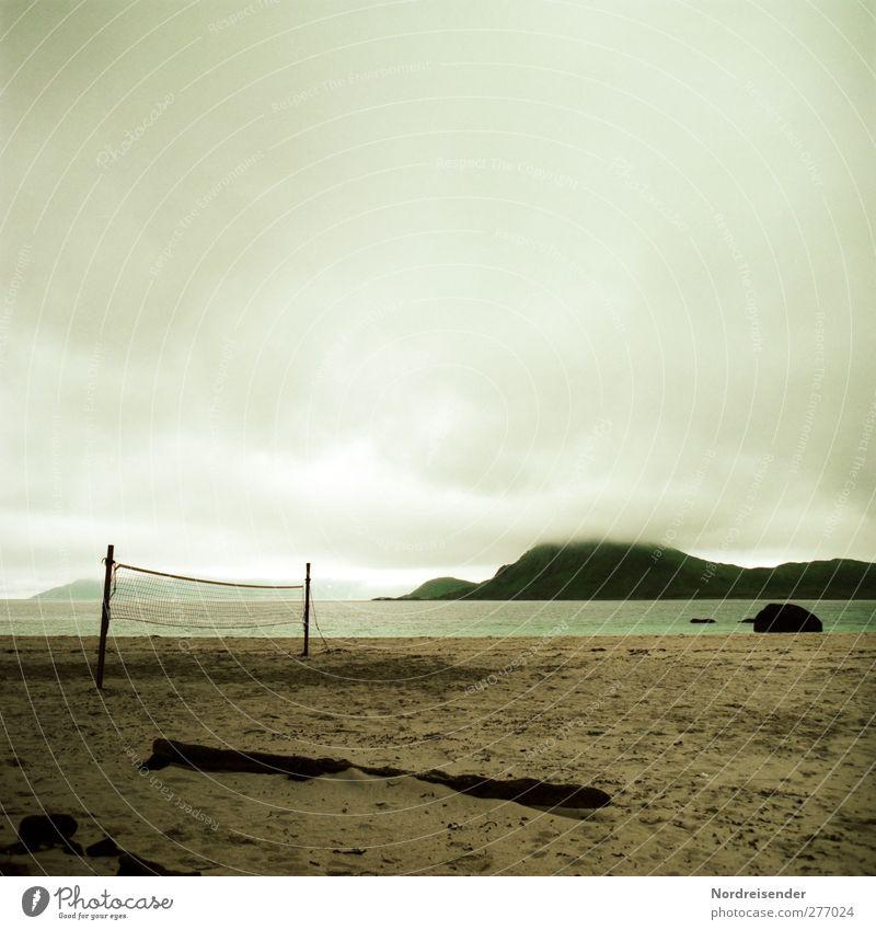 Junisommer Freizeit & Hobby Spielen Ferne Freiheit Sport Ballsport Natur Landschaft Wolken Gewitterwolken Klima schlechtes Wetter Nebel Regen Küste Strand Bucht