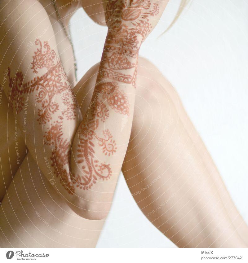 ausgeufert schön Körperpflege Haut Mensch feminin Junge Frau Jugendliche 1 18-30 Jahre Erwachsene Ornament exotisch nackt ästhetisch Henna Hennamalerei