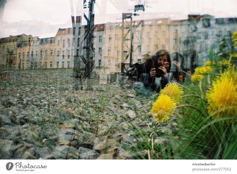 One day baby, we'll be old Mensch Frau Jugendliche Stadt Pflanze Haus Erwachsene Berlin Junge Frau Stein Park liegen Feld 18-30 Jahre Fassade Freizeit & Hobby