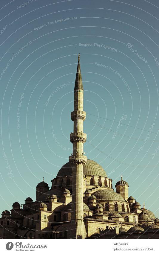 Istanbul am Abend Altstadt Menschenleer Bauwerk Architektur Moschee Glaube Religion & Glaube Islam Minarett Farbfoto Außenaufnahme Textfreiraum oben Dämmerung