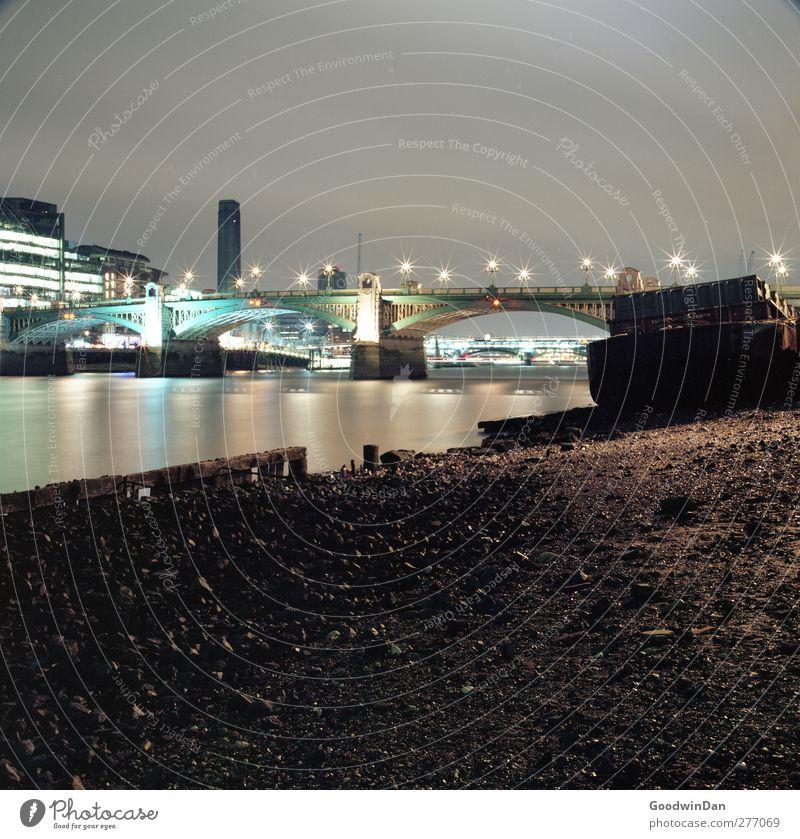London, my love. Umwelt Fluss Themse Hauptstadt Hafenstadt Architektur Wasserfahrzeug Brücke Langzeitbelichtung authentisch groß kalt Stimmung Farbfoto