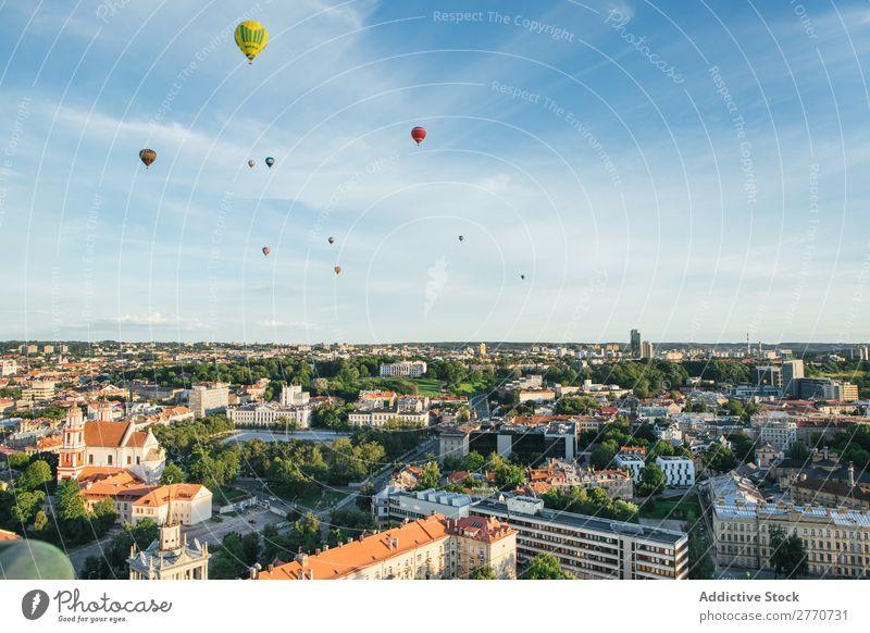 Luftaufnahme des Stadtbildes und der Luftballons Landschaft Aussicht Skyline Fluggerät Panorama (Bildformat) Tourismus Architektur Großstadt Abenteuer