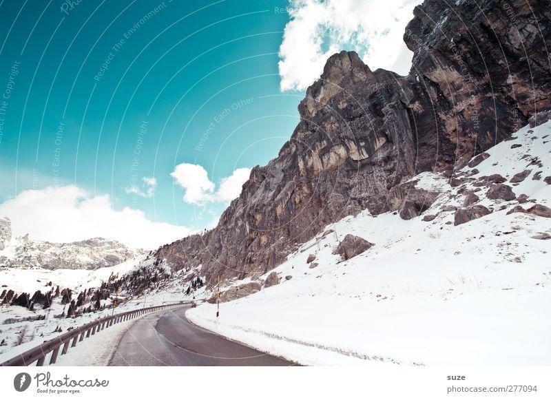 Winterfest Himmel Natur blau Ferien & Urlaub & Reisen Wolken Landschaft Umwelt Straße Berge u. Gebirge Schnee Wege & Pfade Felsen außergewöhnlich Klima groß