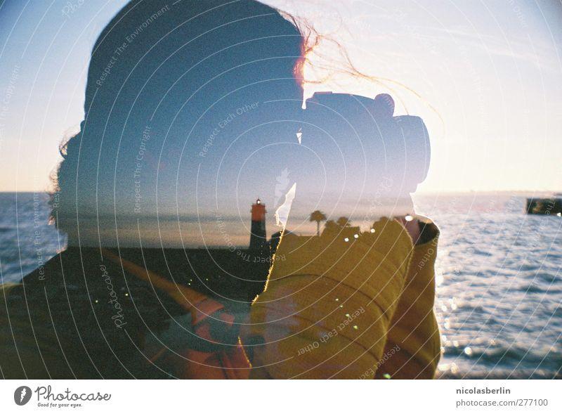 UND IST feminin Junge Frau Jugendliche 1 Mensch 18-30 Jahre Erwachsene Wasser Himmel Horizont Sommer Schönes Wetter Wellen Küste Strand Leuchtturm beobachten