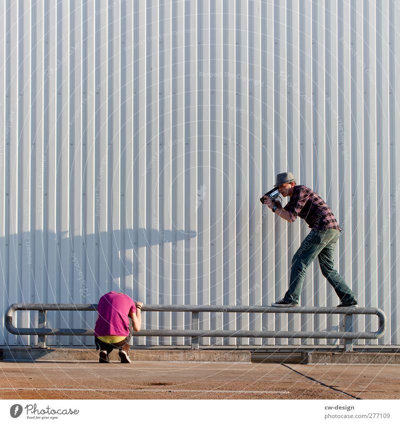 Schlüpferstürmer a.k.a. Paparazzo im Anmarsch Mensch Mann Jugendliche Ferien & Urlaub & Reisen Erwachsene grau Stil Junger Mann 18-30 Jahre Freizeit & Hobby maskulin Tourismus verrückt Lifestyle Neugier trashig