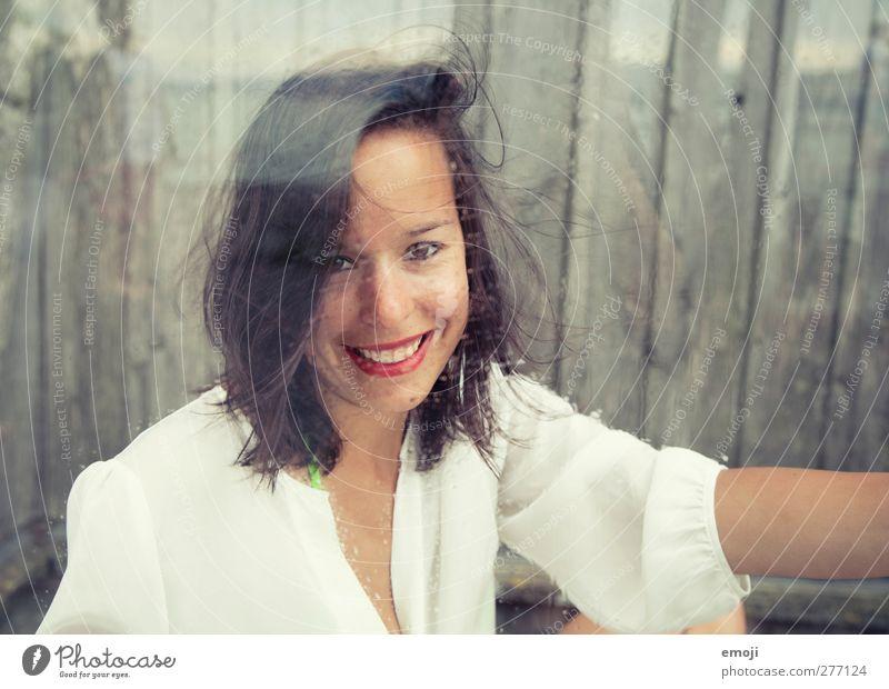 Junge links, Fotografin rechts feminin Junge Frau Jugendliche 1 Mensch 18-30 Jahre Erwachsene brünett schön einzigartig Lippenstift Glasscheibe lachen