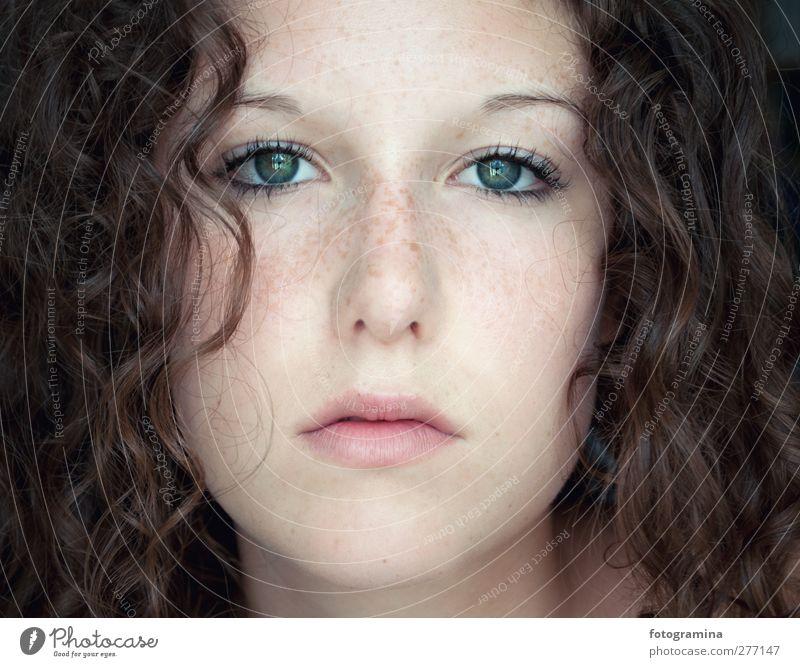 good morning curls feminin Junge Frau Jugendliche Auge Mund 1 Mensch Haare & Frisuren brünett langhaarig Locken Denken Blick schön ruhig authentisch