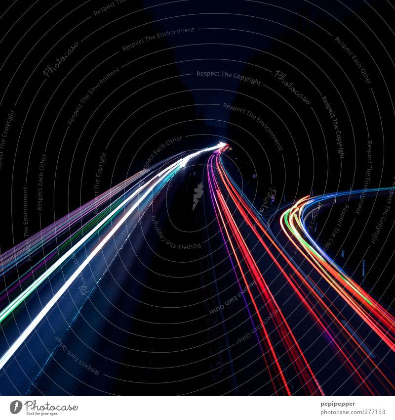 speedlights Verkehr Verkehrsmittel Verkehrswege Personenverkehr Straßenverkehr Autofahren Autobahn Fahrzeug PKW Linie leuchten mehrfarbig Farbfoto Außenaufnahme