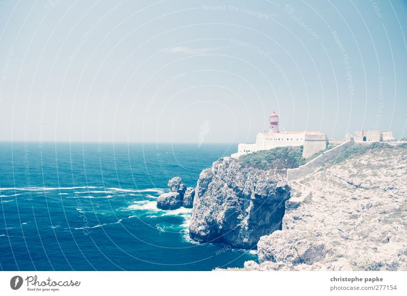 Sagres Light Ferien & Urlaub & Reisen Sommer Sommerurlaub Sonne Meer Wellen Wolkenloser Himmel Schönes Wetter Küste Kleinstadt Leuchtturm Bauwerk