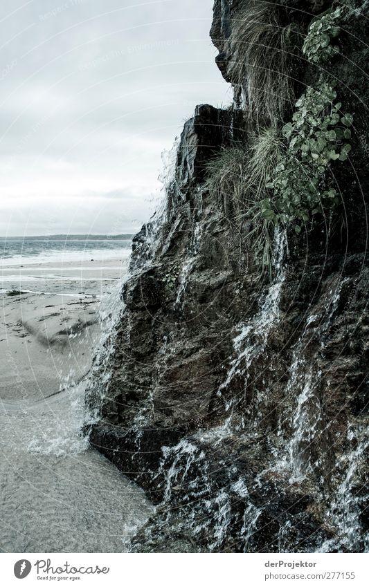 Wasserfall: Miniatur Meer Umwelt Natur Erde Sand Wassertropfen Gras Moos Wellen Küste Seeufer Strand Bucht kalt nass blau Berlin Reisen cornwall_2009