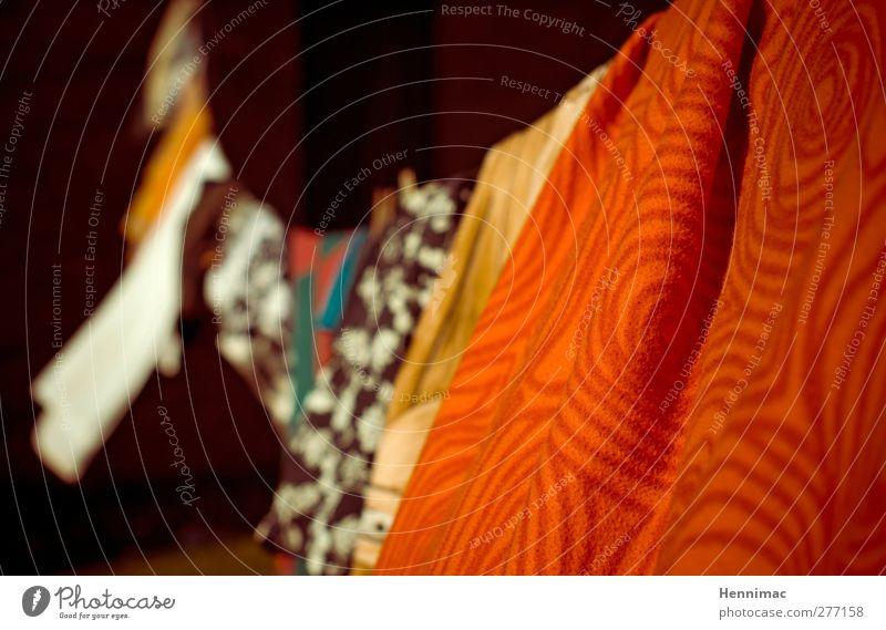 Wäschetrockner. Ferien & Urlaub & Reisen Farbe weiß Sommer rot gelb Wärme Schwimmen & Baden braun orange Wind Perspektive weich Seil retro Stoff