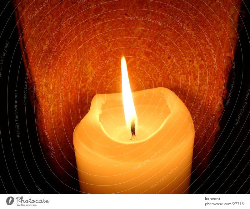 Romantische Kerze Licht heiß Physik rot Romantik Lampe gemütlich ruhig Häusliches Leben Wärme orange Flamme Schatten