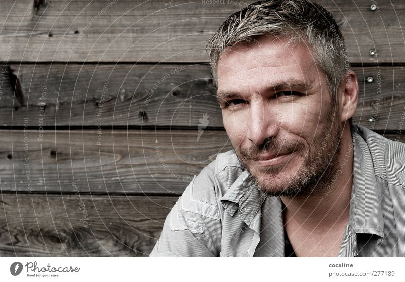 Lächeln bitte! Glück schön Gesicht maskulin Mann Erwachsene 1 Mensch 30-45 Jahre Hemd grauhaarig kurzhaarig Dreitagebart ästhetisch authentisch Freundlichkeit