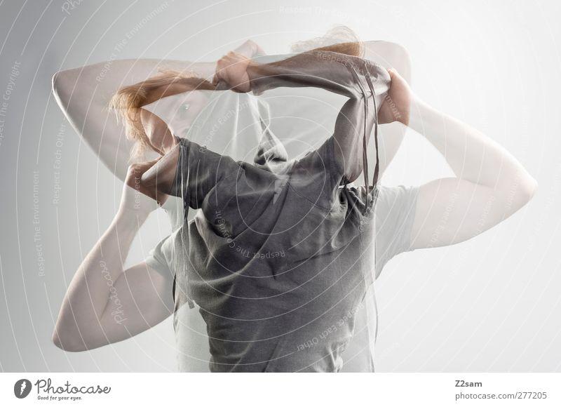 verwirrung Mensch Jugendliche Erwachsene Gefühle Bewegung Junger Mann 18-30 Jahre blond maskulin verrückt Kommunizieren T-Shirt festhalten Krankheit Leidenschaft Wut