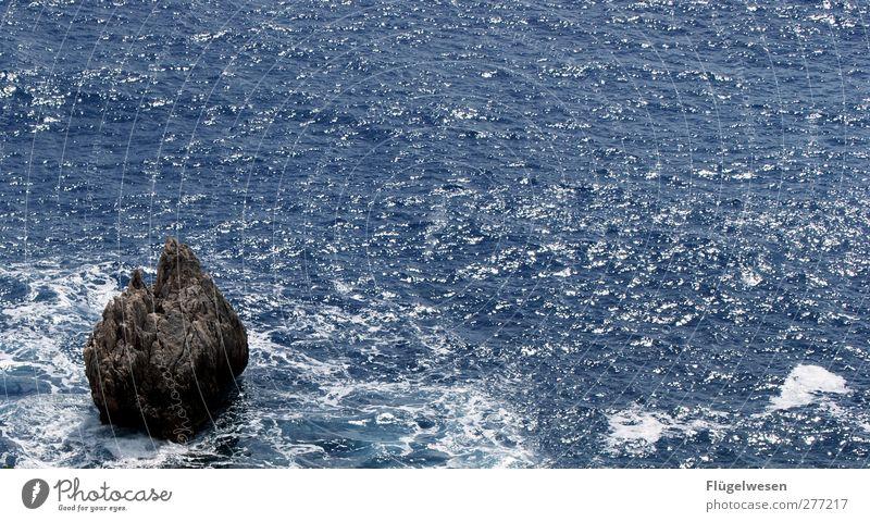 Stein des Anstoßes Wasser Ferien & Urlaub & Reisen Sommer Meer Küste See Schwimmen & Baden Wellen Kraft Freizeit & Hobby Insel Tourismus Lifestyle Seeufer
