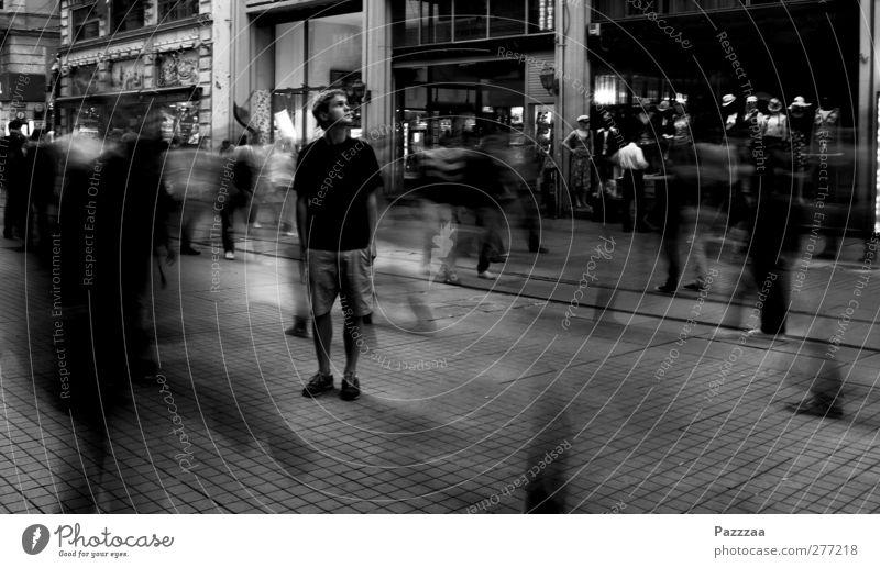 Wie ich die Hektik ignorierte... Mensch Jugendliche Stadt Einsamkeit Erholung ruhig 18-30 Jahre Erwachsene Bewegung Wege & Pfade Denken träumen maskulin Uhr stehen warten