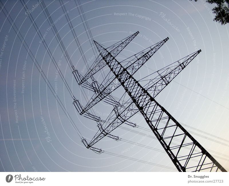 Um die Ecke geleitet Strommast elektrisch Elektrizität Hochspannungsleitung Wörth am Rhein Industrie Leitung führen Energiewirtschaft Himmel Maximiliansau