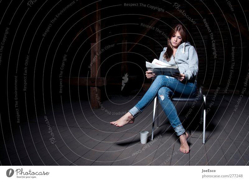 #233496 Frau schön Einsamkeit ruhig Erwachsene Erholung dunkel Denken Innenarchitektur Raum Freizeit & Hobby Studium lernen Häusliches Leben lesen Stuhl