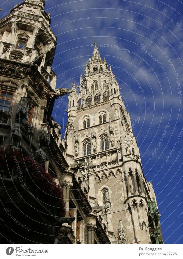 Blau-Weißes Rathaus Gebäude Kunst Architektur Turm München Bayern Blauer Himmel Sehenswürdigkeit blau-weiß Marienplatz