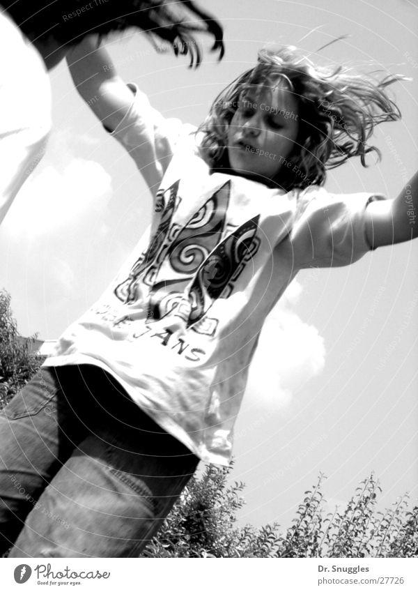 Trampolin-Girl springen hüpfen Mädchen Schwarzweißfoto Bewegung B&W Aktion Trampolinspringen
