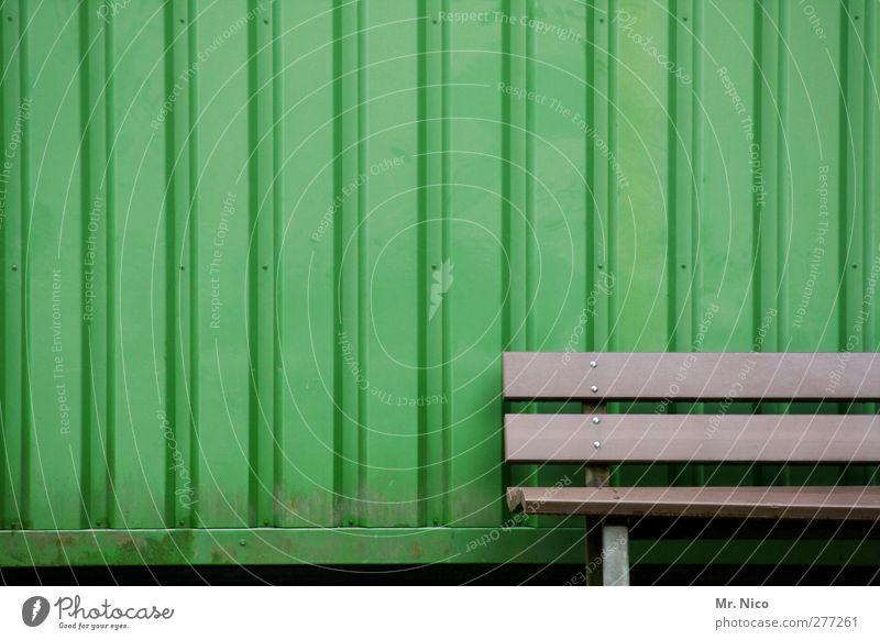 hinsetzundtieflufthol grün Farbe Einsamkeit ruhig Erholung Umwelt Wand Mauer Stil braun Fassade Streifen Pause Idylle Bank Kunststoff