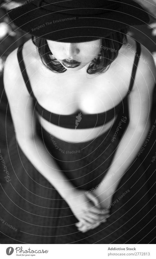 Hübsche junge Frau mit Hut Stil modisch schön Mode Rock Beautyfotografie Jugendliche Model Porträt attraktiv elegant Glamour hübsch Dame Mensch Lifestyle