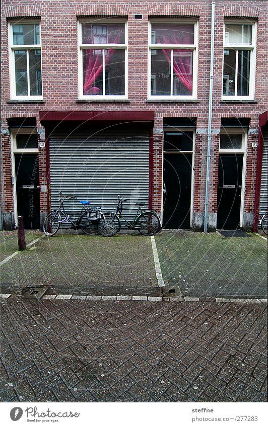 Ohne Holland fahrn wir zum Chamancinco ... Amsterdam Niederlande Stadtzentrum Stadtrand Menschenleer Haus Fassade Fenster Tür Straße Wege & Pfade Fahrrad