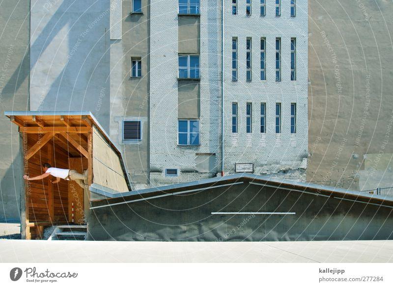 türsteher Mensch Mann Erwachsene 1 30-45 Jahre Stadt Haus Hütte Mauer Wand Fassade Konzentration hausbesetzer Eingang Türsteher Dach Farbfoto Außenaufnahme