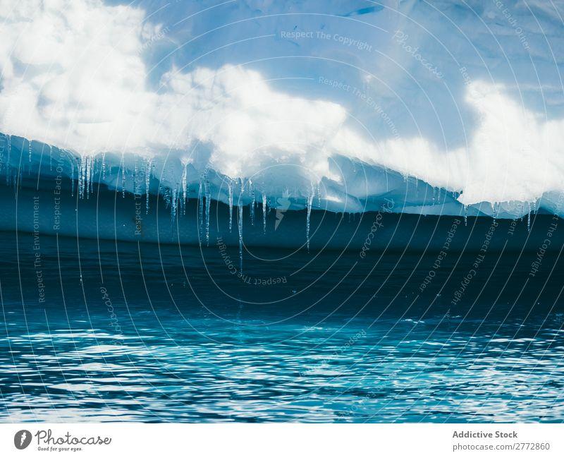 Eiszapfen am Fuße des Gletschers Wasser Eisberg Schmelzen kalt Kristalle Formation Norden Beautyfotografie Arktis Strukturen & Formen Natur Hintergrundbild