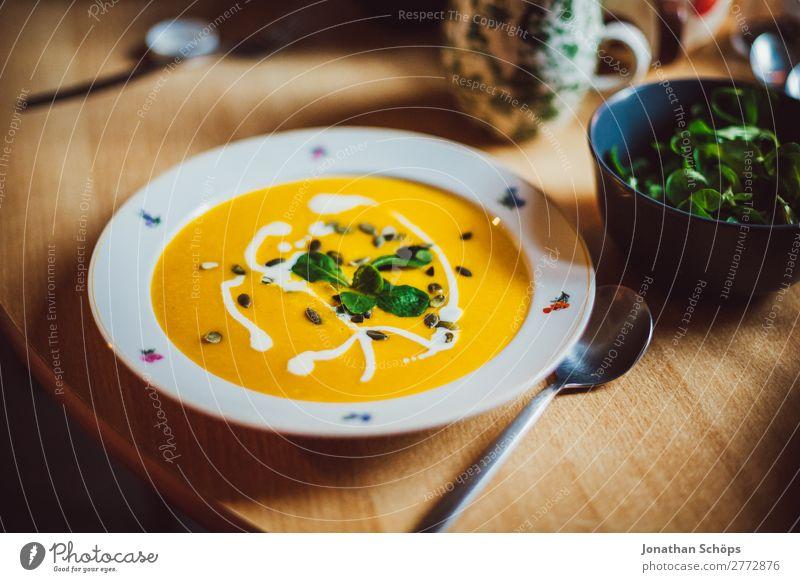 Kürbissuppe auf dem Teller Lebensmittel Salat Salatbeilage Suppe Eintopf Ernährung Essen Mittagessen Vegetarische Ernährung Gesundheit Gesunde Ernährung