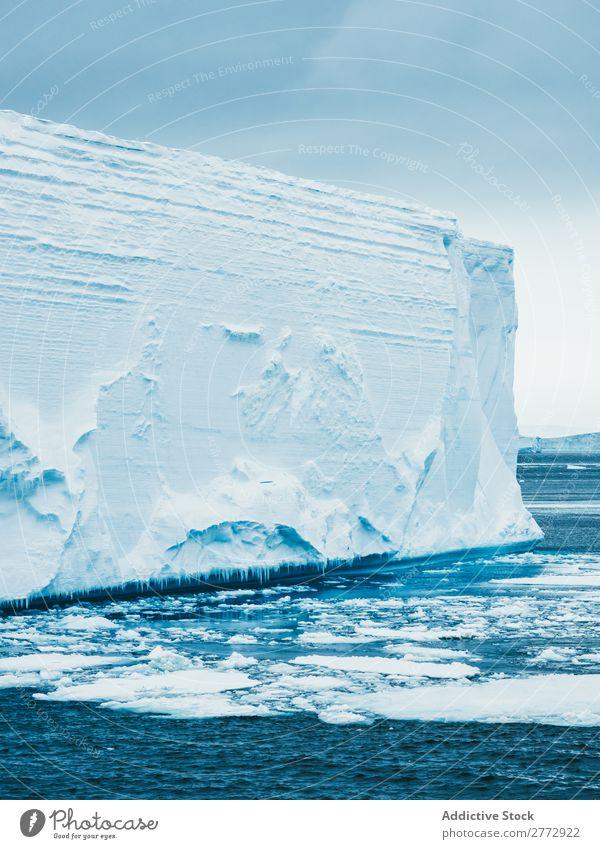 Gletscherwall im Meer Wand Eis Eisberg Landschaft dramatisch Umwelt riesig Beautyfotografie Wasser polar Norden Arktis Ferien & Urlaub & Reisen Natur gefroren