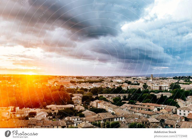 Helles Sonnenlicht über der Stadt Skyline Fluggerät Panorama (Bildformat) Tourismus Farbe Großstadt Wolkendecke Stadtzentrum Ferien & Urlaub & Reisen Landschaft
