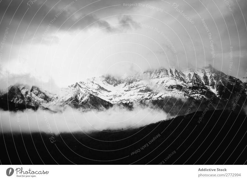 Schwarzweiße Schneeberge Berge u. Gebirge Landschaft Wolken Himmel Natur Aussicht wandern Eis alpin Hügel Gipfel Höhe Winter Panorama (Bildformat) schön kalt