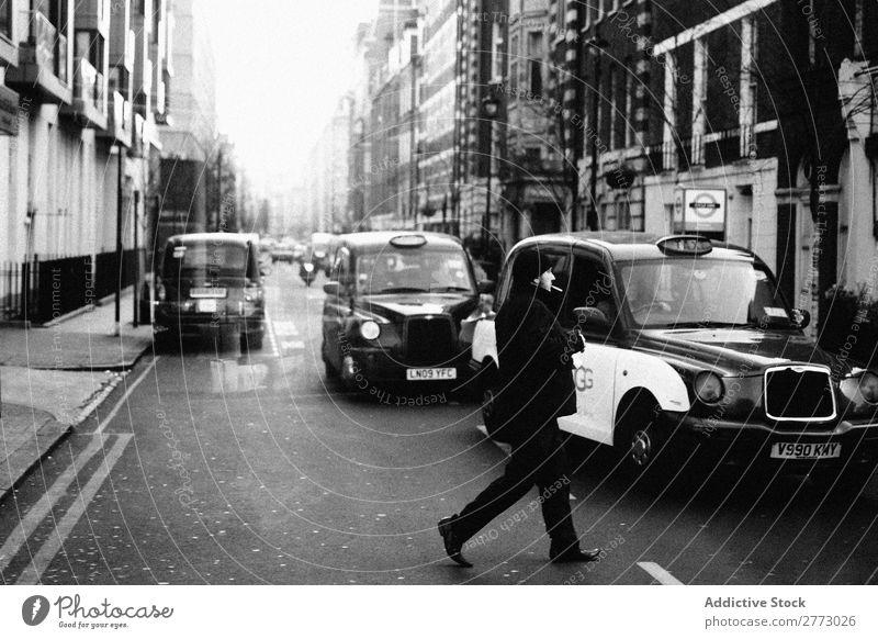 Straßen von London City. England Großbritannien Großstadt Verkehr Taxi PKW industriell Überfahrt fahren vereint Wahrzeichen Tourist Berühmte Bauten Tourismus