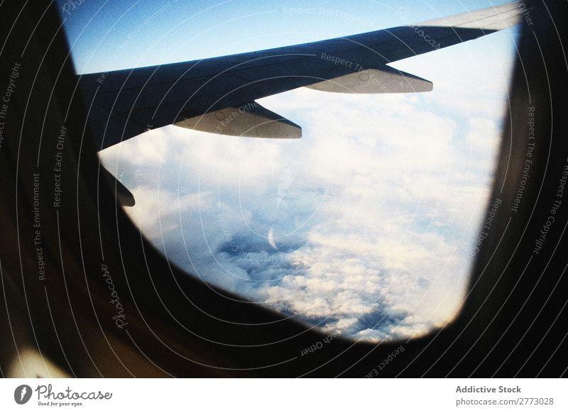 Flügel des Flugzeugs in der Luft Illuminator Etage Bullauge Fenster Tragfläche Höhe Himmel Luft- und Raumfahrt Erde Aussicht Fliege Ferien & Urlaub & Reisen