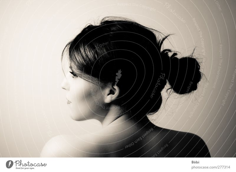 Nücü elegant schön feminin Junge Frau Jugendliche Erwachsene 1 Mensch 18-30 Jahre Haare & Frisuren schwarzhaarig brünett langhaarig Zopf Lächeln nackt Erotik