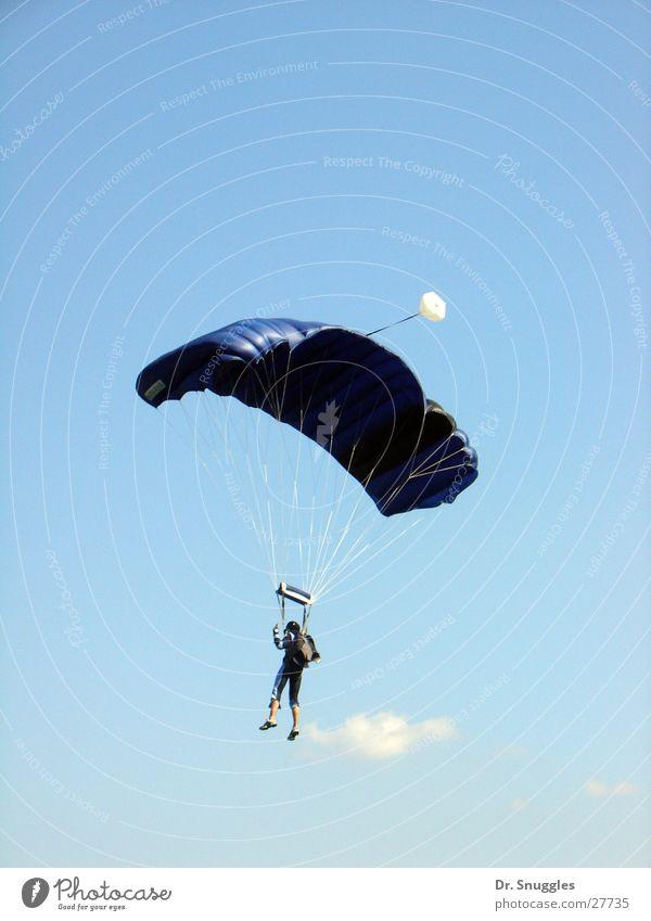 Flugmensch Mensch Himmel blau Luft fliegen Gleitschirmfliegen Extremsport Rheinland-Pfalz Fallschirmspringer